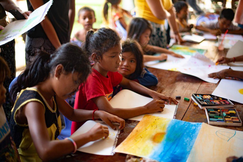 Enfants, art thérapie,Cambodge