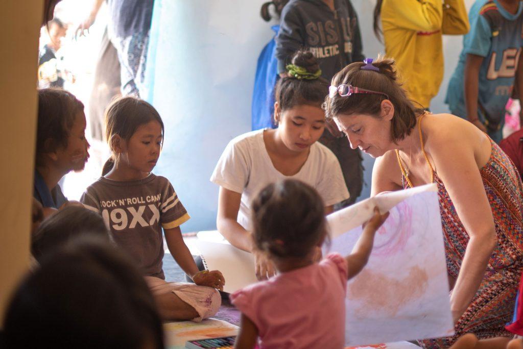 Art thérapie co-créative, Humanitaire