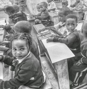 enfants qui dessinent à Kigali