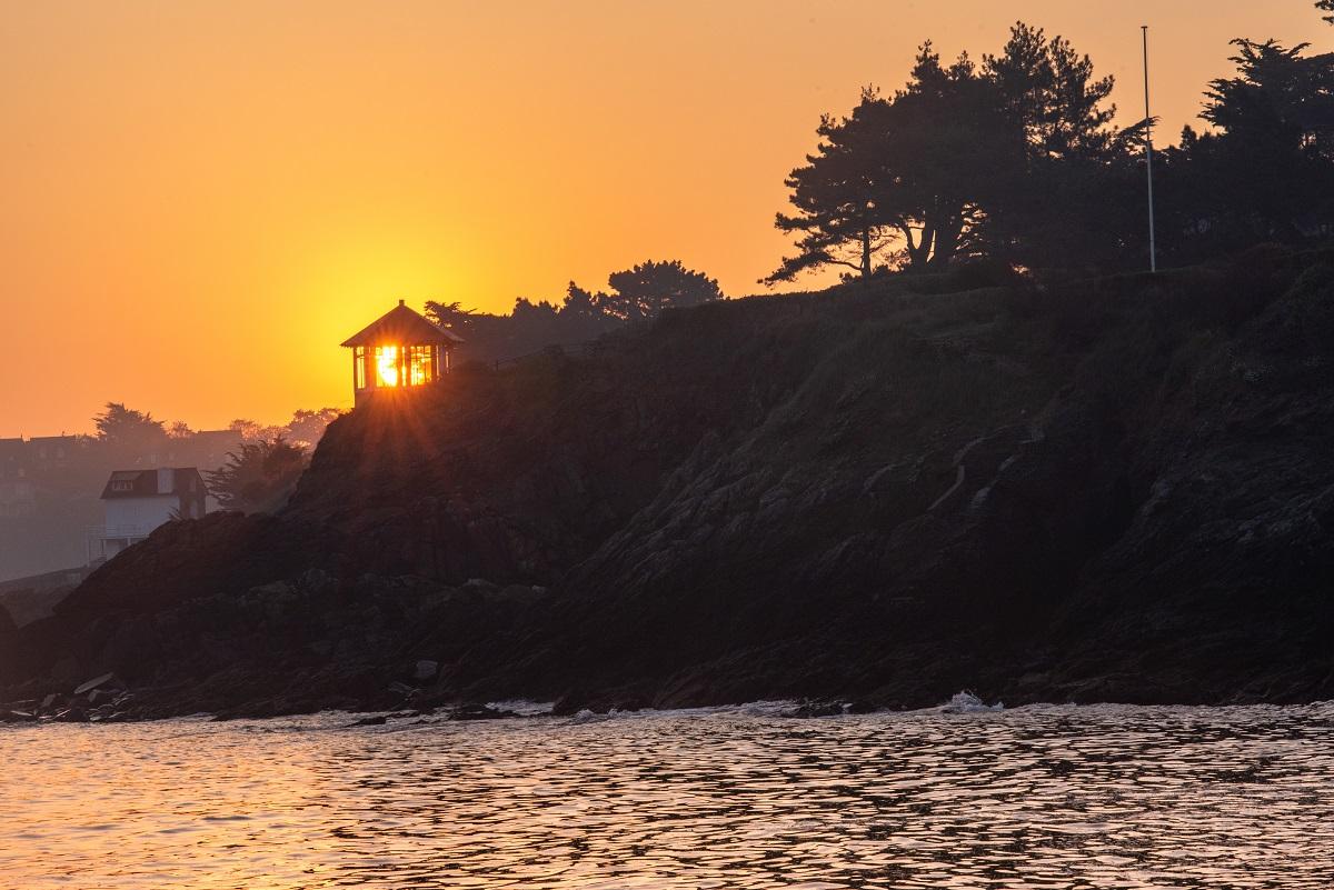 maison illuminée par le soleil